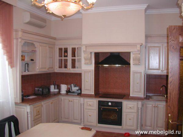 Кухонная мебель в классическом стиле (дом в Жуковке)