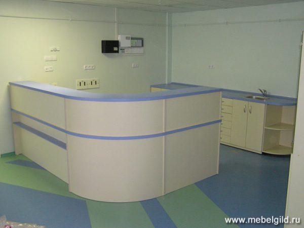 Медицинская стойка ресепшн для ЛДЦ №9. Как доктор прописал