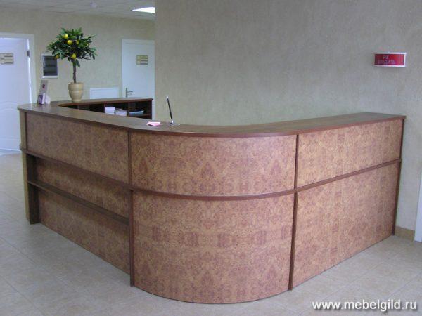 Актуальный и стильный дизайн стойки ресепшн для ФГУ ЦКБ