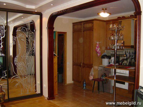 Стильные межкомнатные деревянные арки различной конфигурации