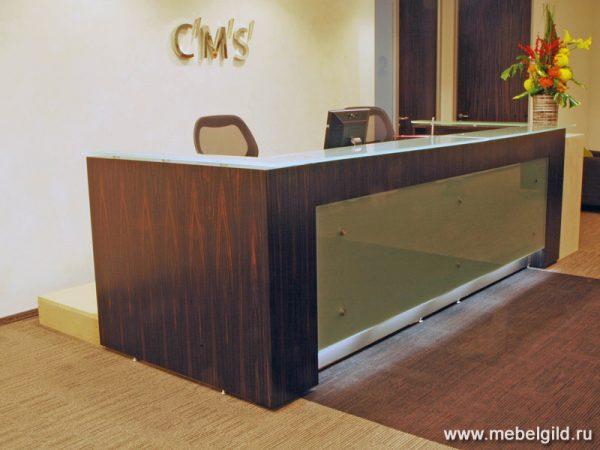 Стильная и современная стойка ресепшн для компании CMS
