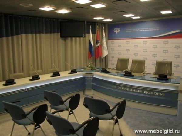 Конференц-стол в зал для пресс-конференций (центральный офис РЖД)