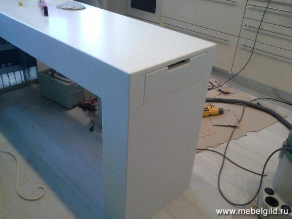 Барный стол из искусственного камня Staron SB412